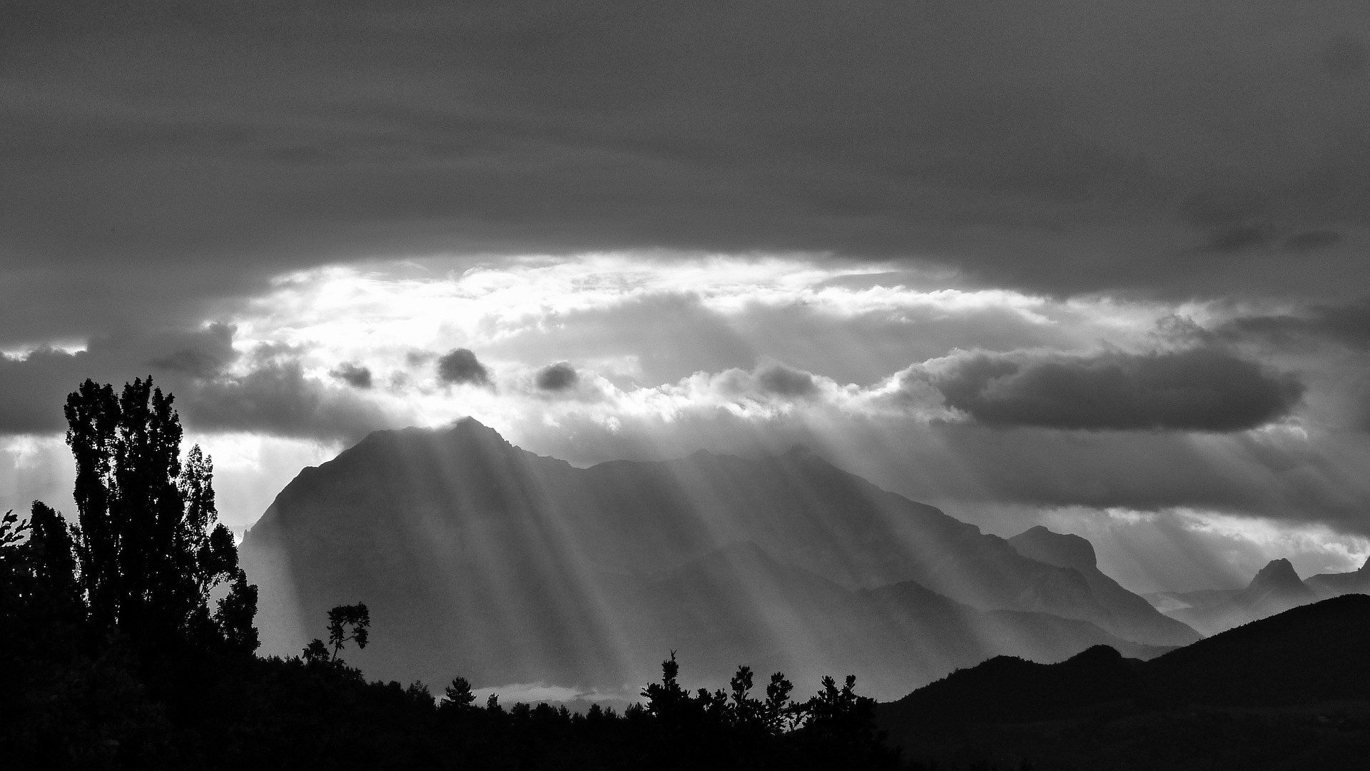 Ingolf Derkow und das Bergwandern Alpen suns-rays-478249_1920