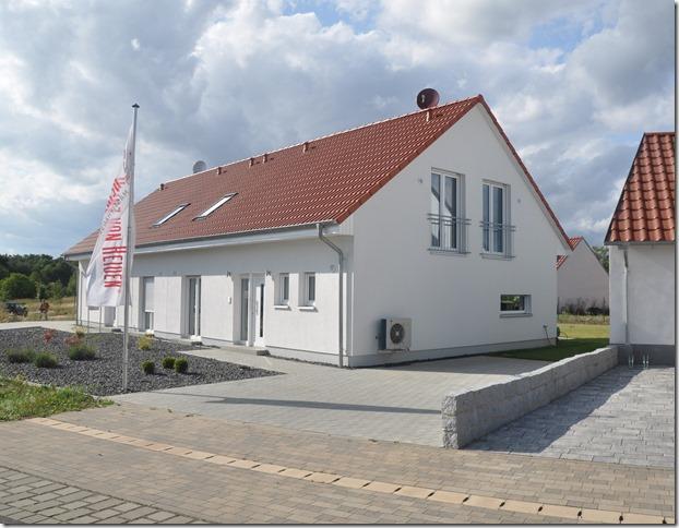 Das neue Musterhaus Sennfeld ein Doppelhaus basierend auf dem Alto SD der Heinz von Heiden-System-Architektur HvH_Musterhaus Sennfeld_Eingang
