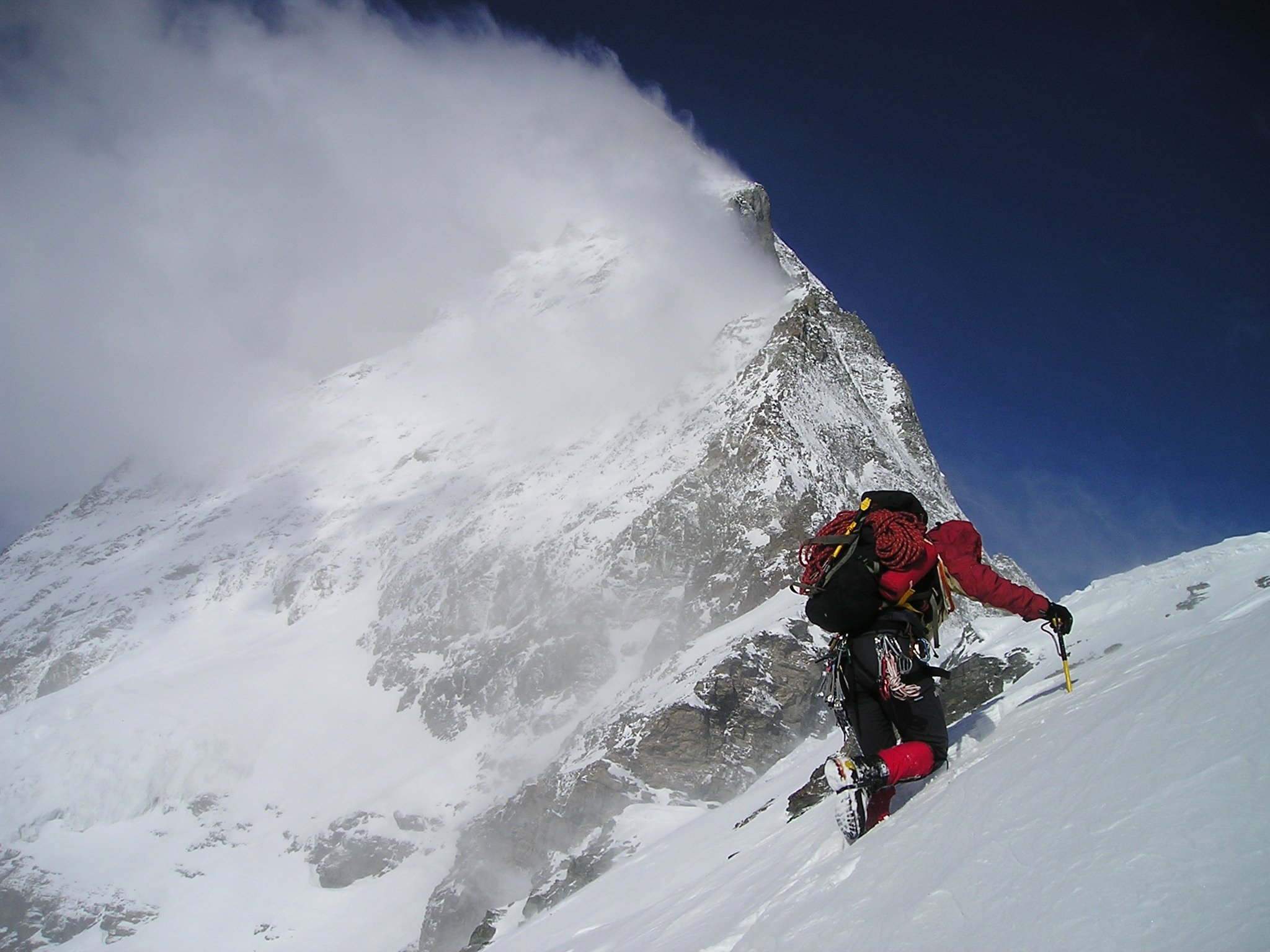 bergsteiger_schneefeld_alpen